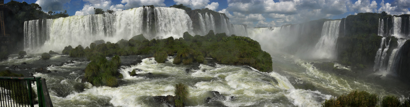Cataratas del Iguazu [28 mm, 1/125 sec at f / 18, ISO 250]
