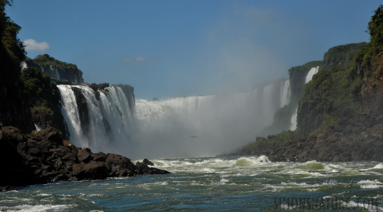 Cataratas del Iguazu [90 mm, 1/1000 sec at f / 13, ISO 800]