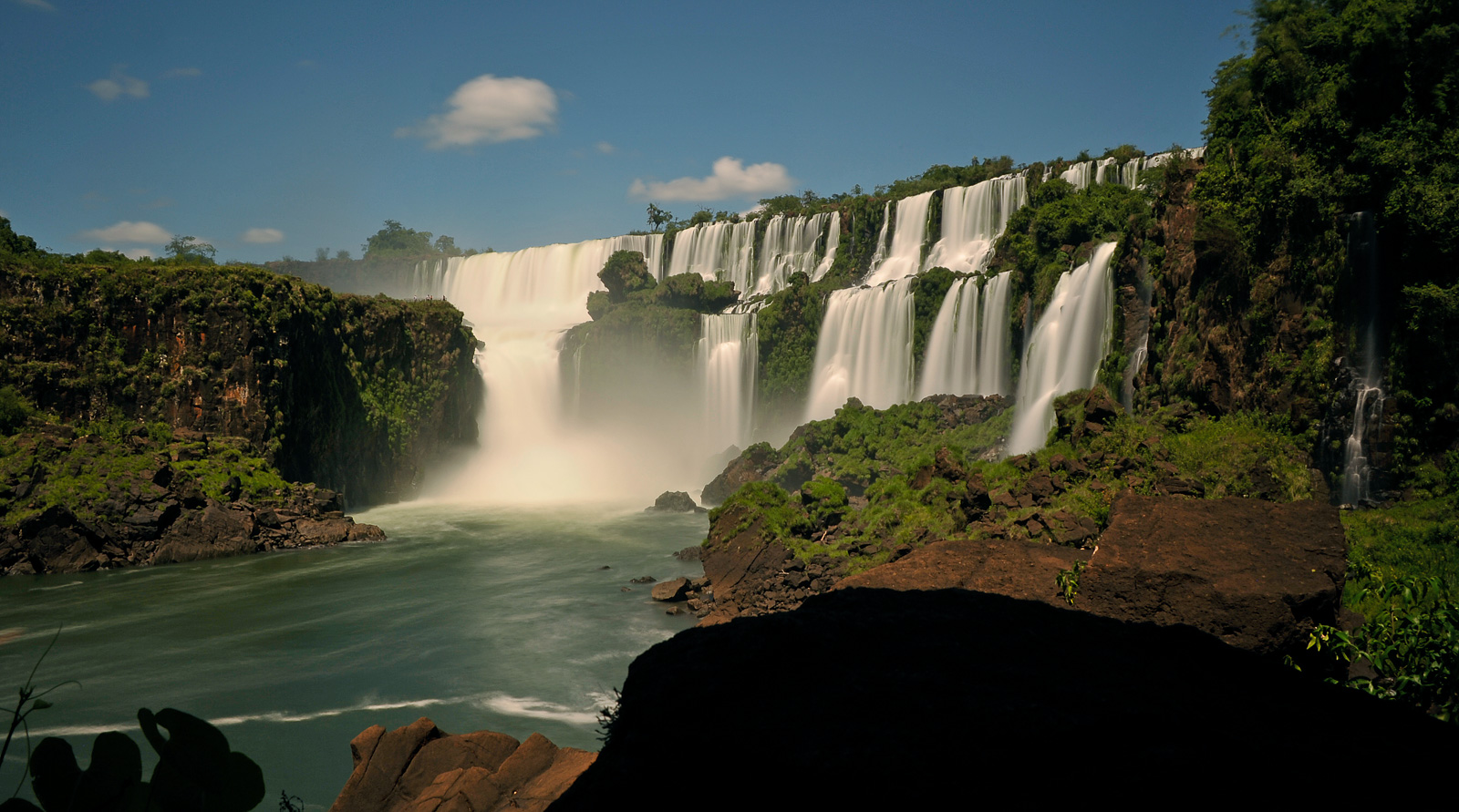 Cataratas del Iguazu [28 mm, 13.0 sec at f / 22, ISO 200]