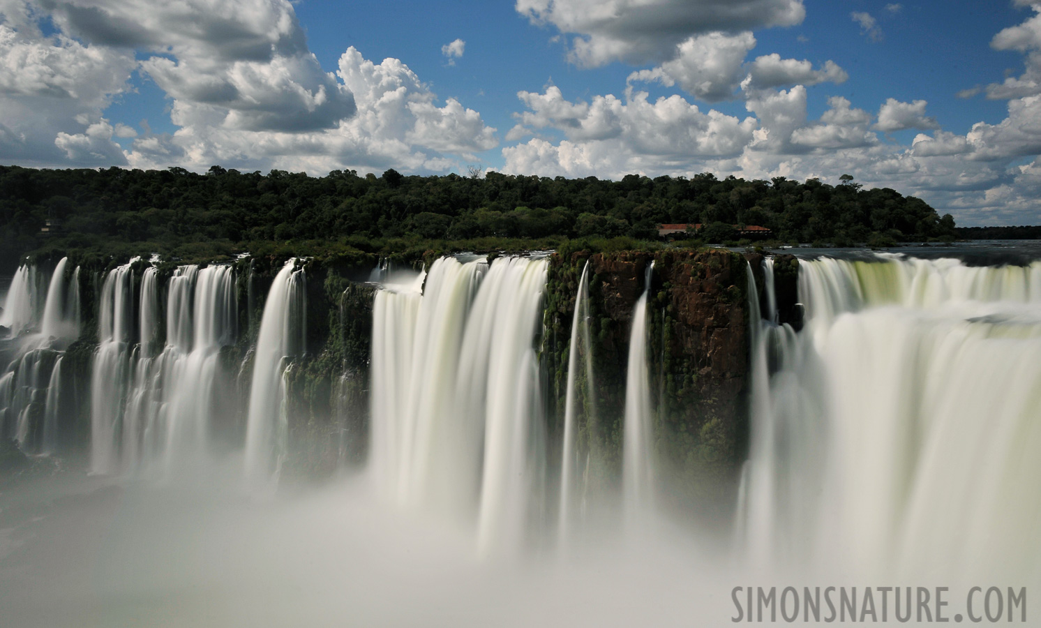 Cataratas del Iguazu [28 mm, 4.0 sec at f / 22, ISO 200]