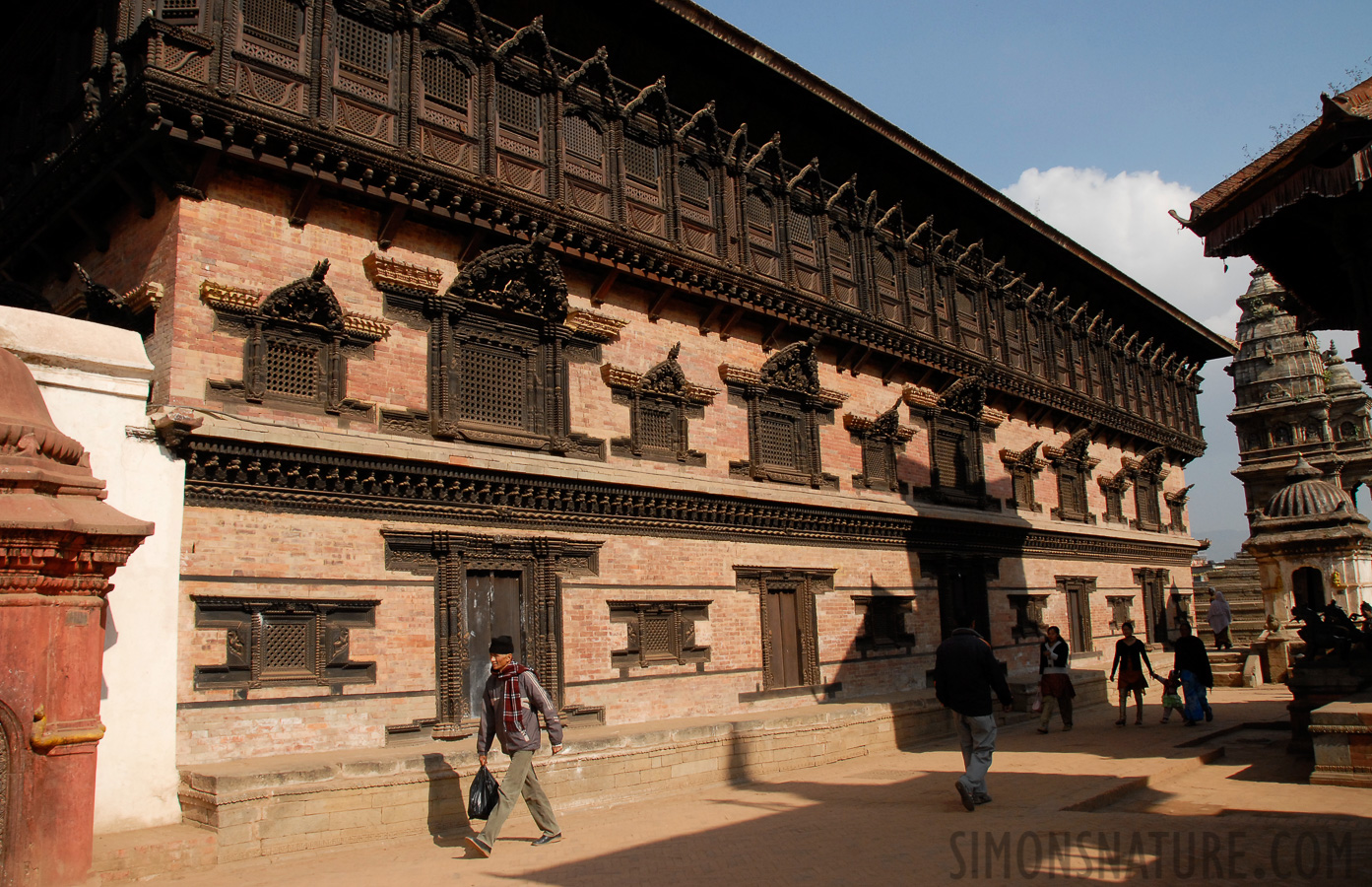 Bhaktapur [18 mm, 1/500 sec at f / 11, ISO 400]