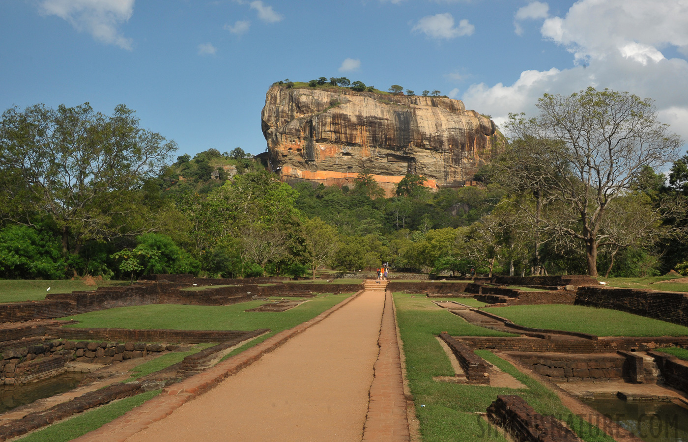 Sigiriya [32 mm, 1/640 sec at f / 16, ISO 1000]