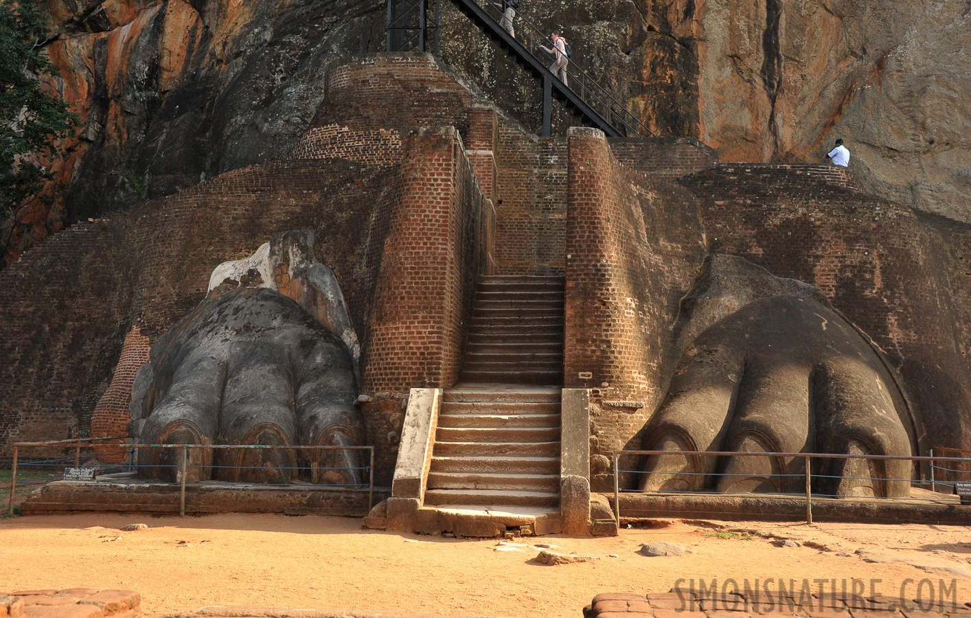 Sigiriya [42 mm, 1/500 sec at f / 10, ISO 1600]