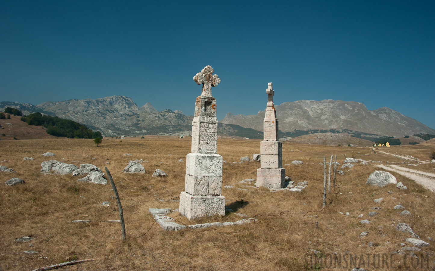 Montenegro - In the region of the Durmitor massif [28 mm, 1/200 sec at f / 14, ISO 400]