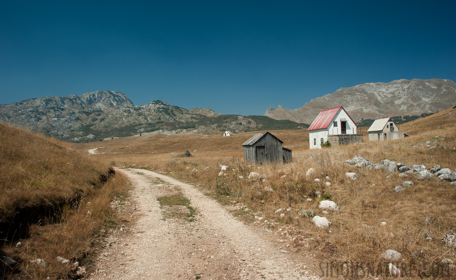 Montenegro - In the region of the Durmitor massif [28 mm, 1/250 sec at f / 13, ISO 400]