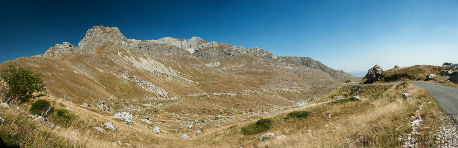 Montenegro - In the region of the Durmitor massif [28 mm, 1/80 sec at f / 18, ISO 400]