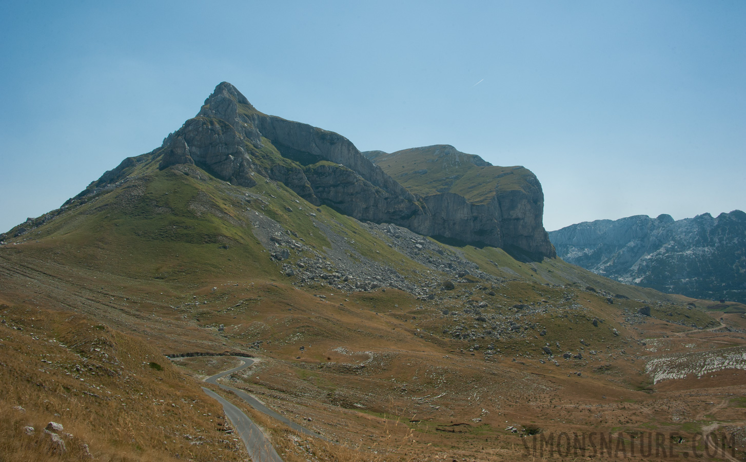 Montenegro - In the region of the Durmitor massif [28 mm, 1/160 sec at f / 18, ISO 400]
