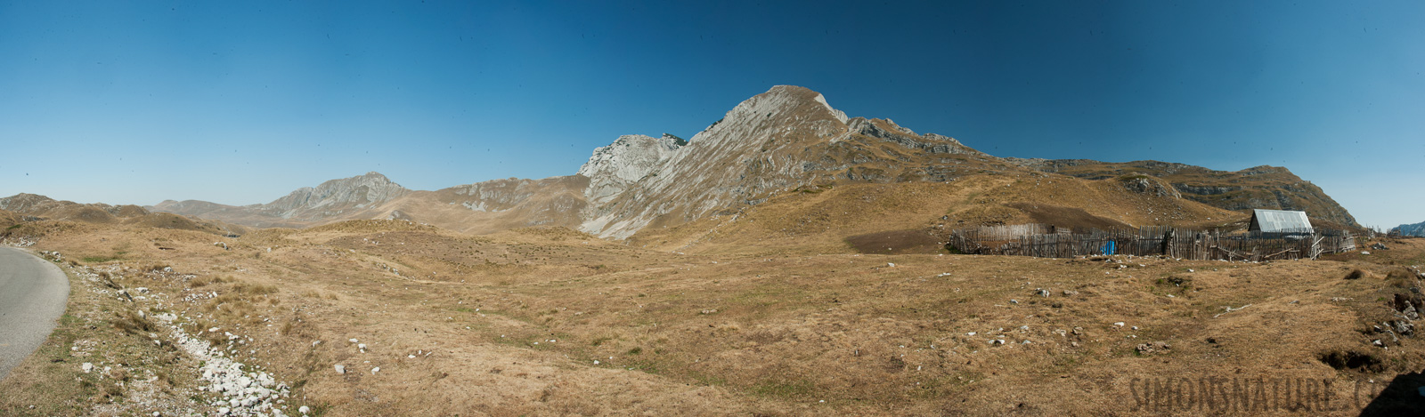 Montenegro - In the region of the Durmitor massif [28 mm, 1/100 sec at f / 20, ISO 400]