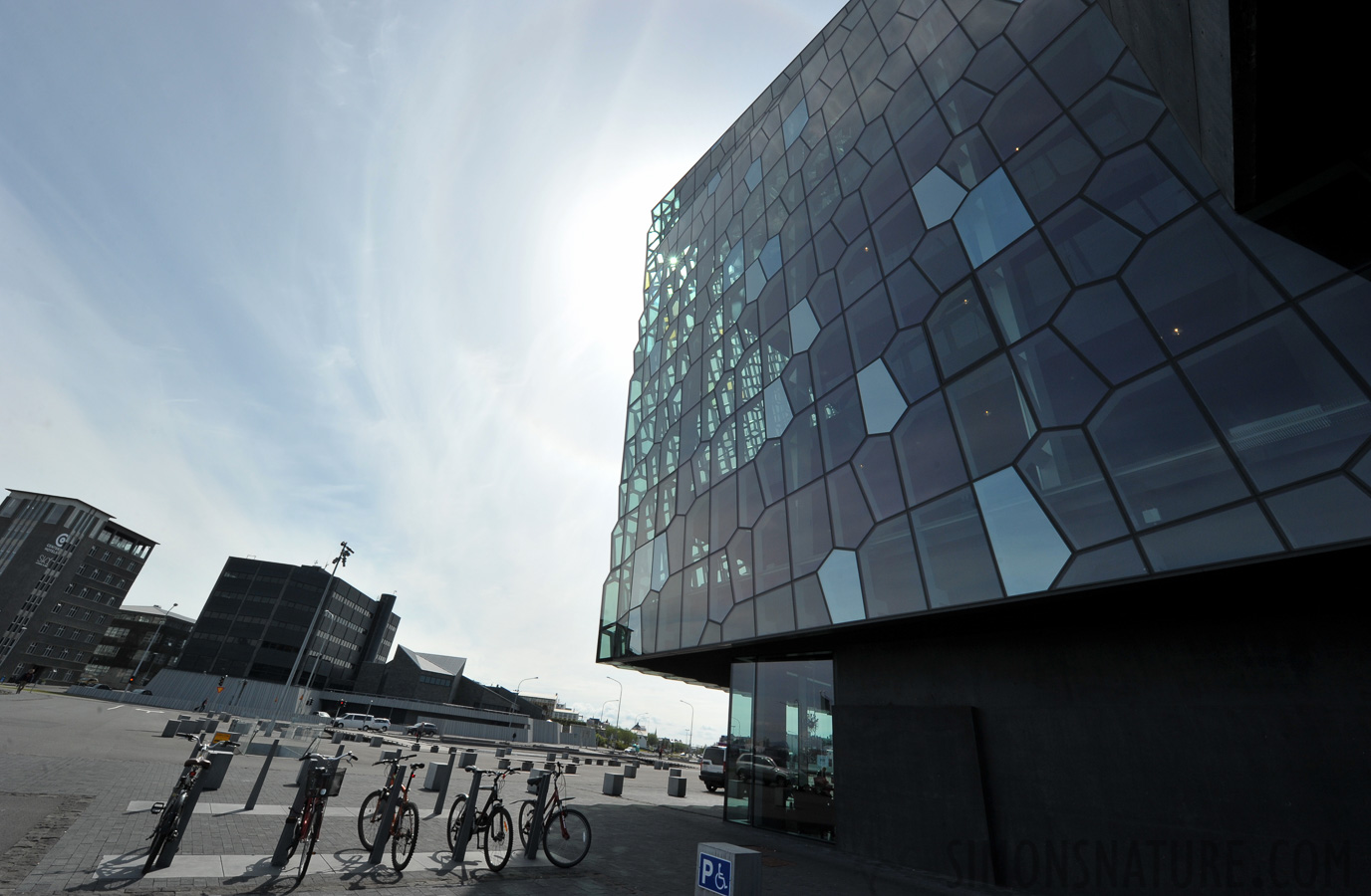 Harpa Concert Hall [14 mm, 1/400 sec at f / 18, ISO 400]